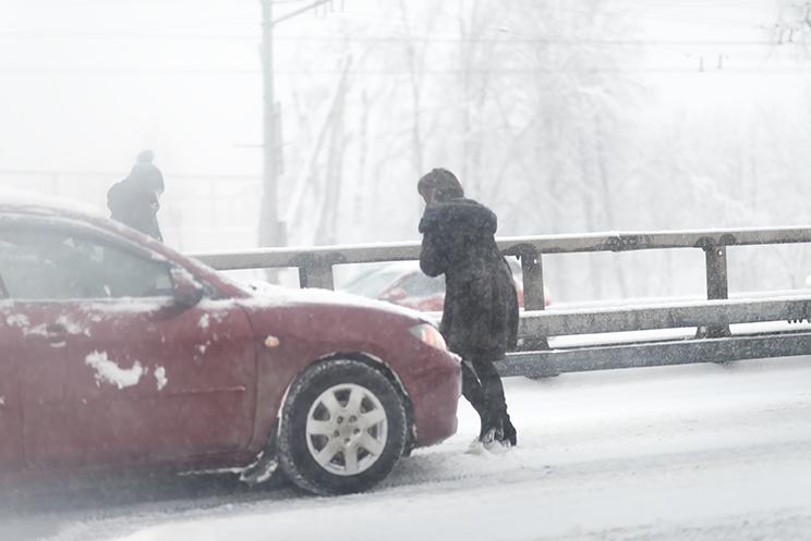 auto collision in the winter